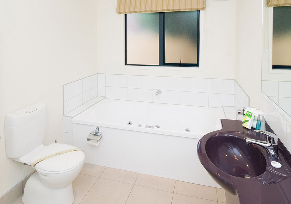 Claremonte Motor Lodge – Motel Unit Additions bathroom